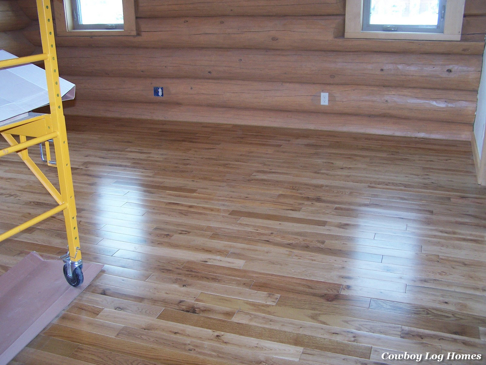 Oak wood flooring cowboy log homes for Homes with hardwood floors
