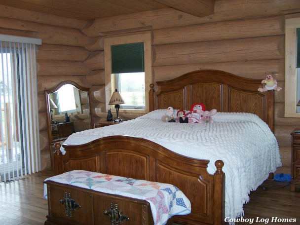 log home master bedrooms floor master suites in log home plans cowboy log homes 15927